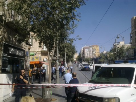 A bomb threat near the Jerusalem Light Rail on Yafo Street and King George