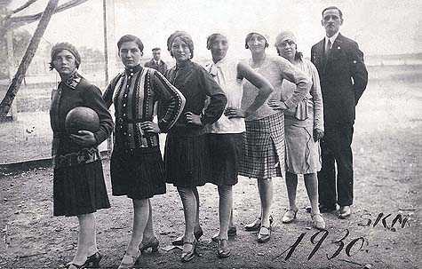 Czechoslovakian Jewish girls' soccer team and their coach, circa 1930. / Yad Vashem Photo Archives