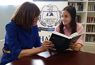 Dr. Rochelle Brand with a Sha'arei Bina student.