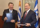 Prime Minister Benjamin Netanyahu with Uruguayan Foreign Minister Rodolfo Nin Novoa.