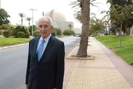 **FILE** Israeli former President Shimon Peres visits the Negev Nuclear Research Center in Dimona on October 1, 2014.