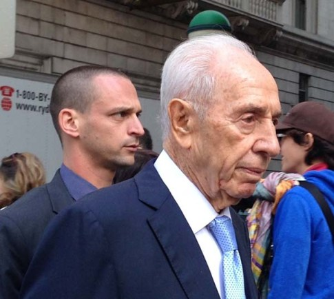 Former president Shimon Peres visiting New York City / Wikipedia commons