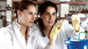 girls-in-lab