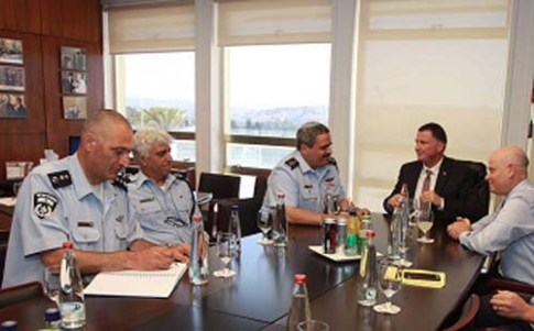 Speaker Yuli Edelstein (R.) and Police Chief Alsheikh