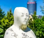 Beschmierte Figur aus der Serie der Moiren.. Foto © JenaKultur Häcker