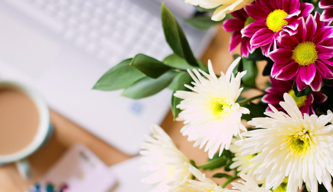 blogger-flower-flatlay