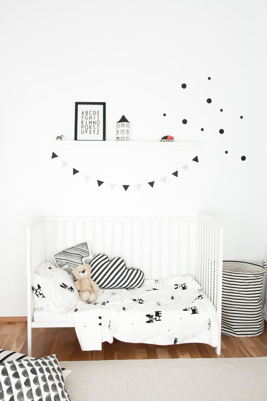 Noir et blanc s 39 invitent dans la chambre d 39 enfant joli tipi - Chambre enfant noir et blanc ...