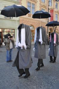 Straßen Walkact - die Kopflosen