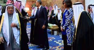 640px-President_and_First_Lady_Obama,_With_Saudi_King_Salman,_Shake_Hands_With_Members_of_the_Saudi_Royal_Family