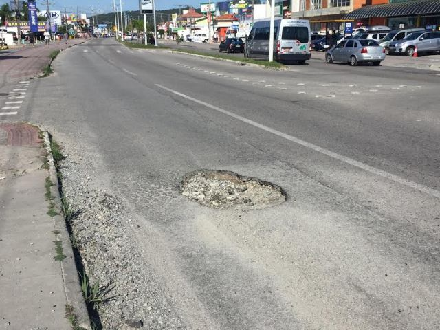 Jornal Conexão Comunidade faz votação para melhor foto de buraco