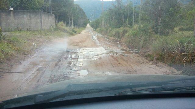Moradores reclamam de vazamento de água há três dias no Rio Vermelho