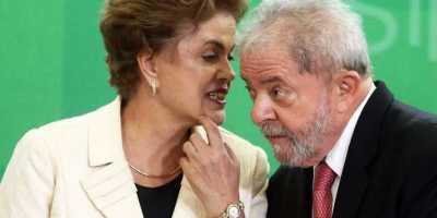 A presidente Dilma Rousseff e o ex- presidente Luiz Inácio Lula da Silva durante a cerimônia de posse dos novos ministros no Palácio do Planalto, em Brasília(Dida Sampaio/Estadão Conteúdo)