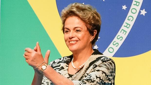 """Dilma sobre afastamento de Cunha: """"Antes tarde do que nunca"""""""