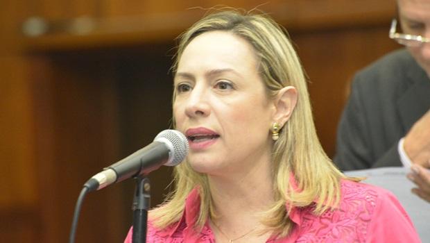 Deputada apresenta projeto para contabilizar assassinatos de mulheres transexuais em Goiás