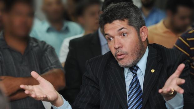 Prefeitura de Goiânia: Delegado Waldir venceria em todos os cenários de segundo turno