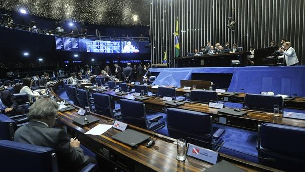 A primeira oradora da sessão que afastou a presidente Dilma do cargo foi a senadora Ana Amélia (PP-RS) | Foto: Geraldo Magela/Agência Senado