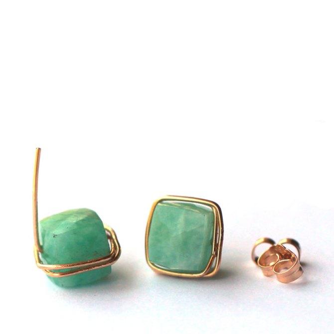 gemstone-wire-wrapped-studs-amazonite-green