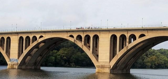 runners-on-key-bridge