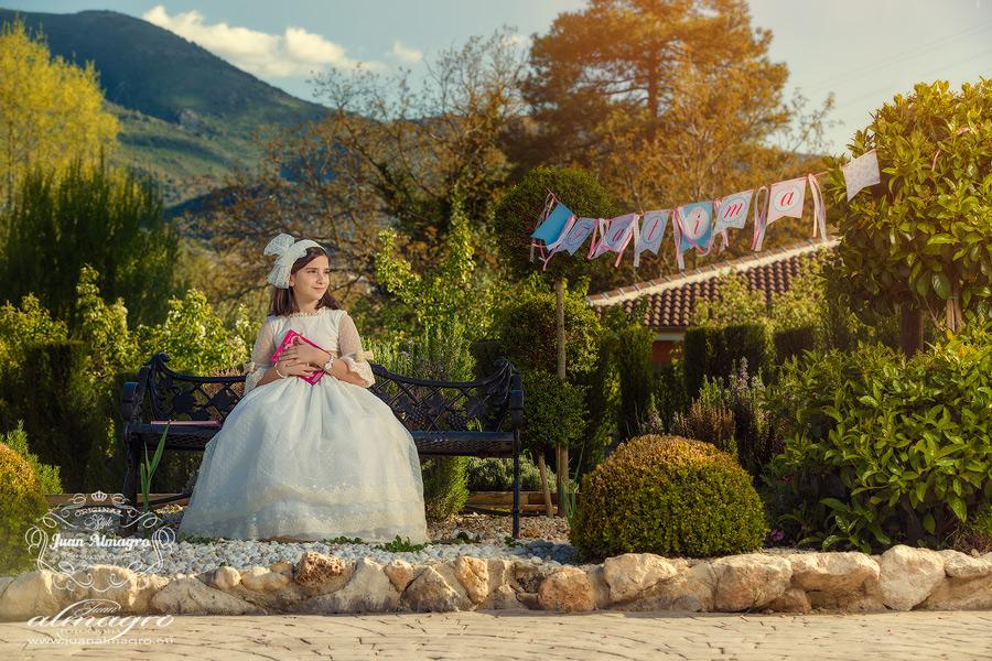 Fotografia de estudio vestido de comunión fotógrafos Jaén