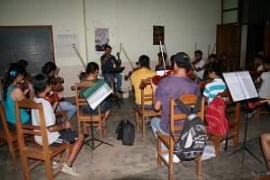 Musikunterricht bei Ronaldo Chichi in San José