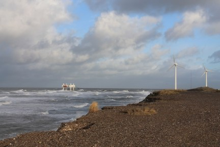feature Wavestar and 525kW Folkecenter wind turbine Hanstholm kopi_small