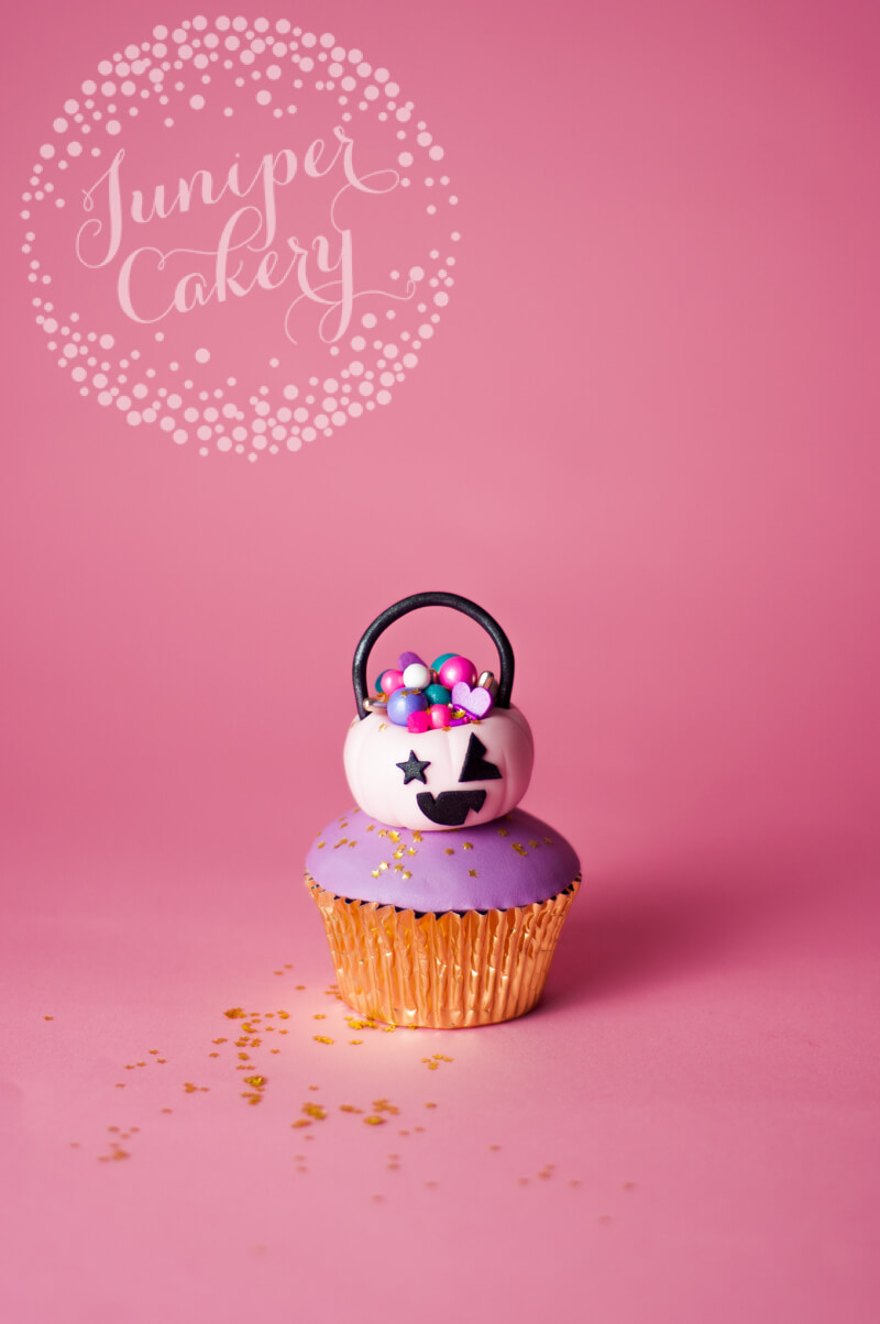 Pink Halloween cupcake tutorial by Juniper Cakery