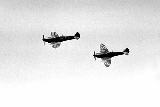 A two-Spitfire team from No 443 Squadron, 1945.
