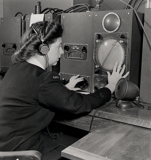 """A """"Wren"""" - a member of the WRCNS - operating Direction Finding equipment at HMCS Coverdale station near Moncton, New Brunswick, August 1945."""