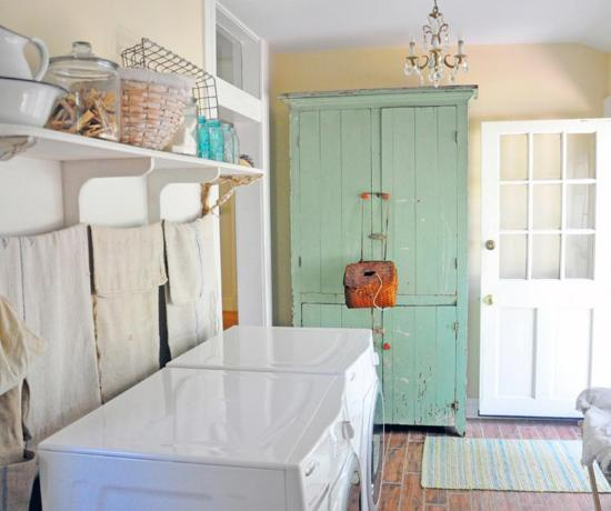 CI-Carol-Spinski_laundry-white-shelf-tile-basket_s4x3.jpg.rend.hgtvcom.1280.960