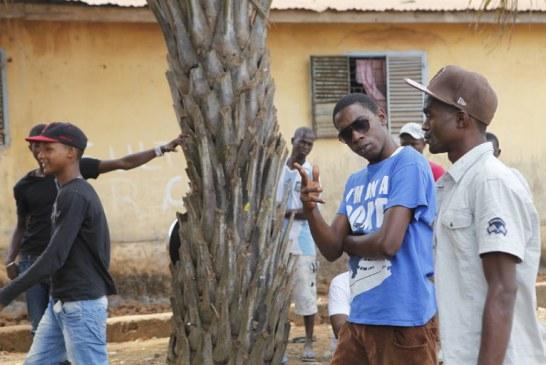 Avec les gangs de « l'Axe », mercenaires politiques de Conakry (Le Monde)
