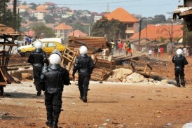 Manifestation à Conakry: Des hommes habillés en tenue de police commettent des exactions à Dar-Es-Salam