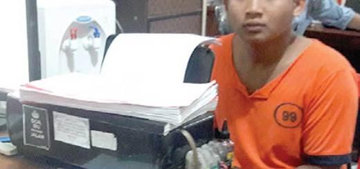 Fransisko-saat-menjalani-pemeriksaan-di-Unit-Pidana-Umum-Polres-Banyuwangi-kemarin.