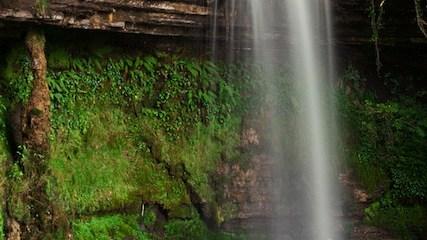 Efekt jedwabiście rozmytej wody na fotografii