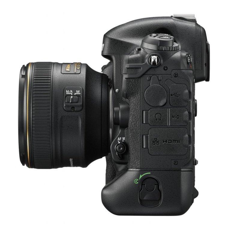 Nikon D4S widok z lewej strony na złącza