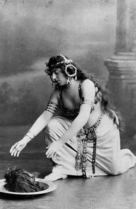 wilde-in-costume-of-salome