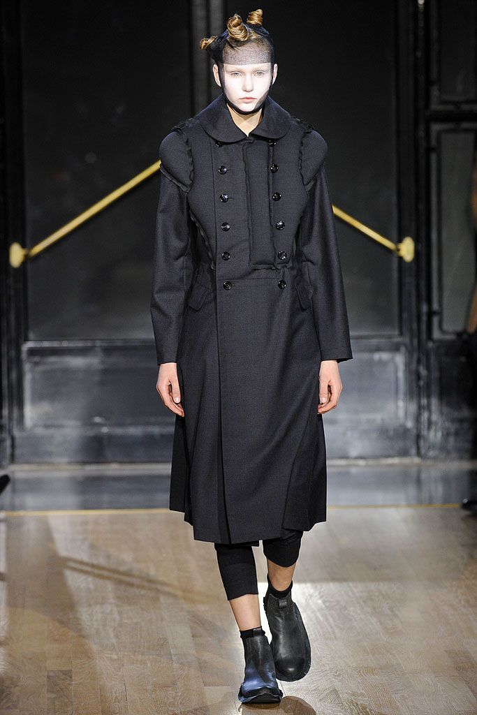 Comme des Garçons Fall 2010 Ready-to-Wear 15, via vogue.com