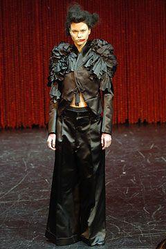 2004-FW-Comme-Des-Garcons,  via vogue.com