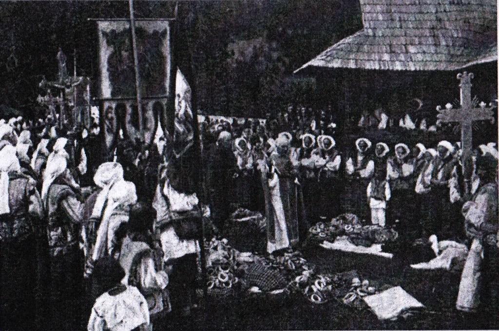 benedizione della frutta per il culto dei morti, Jaworow, via dziady di piotr grochowski, edizioni paralele-2