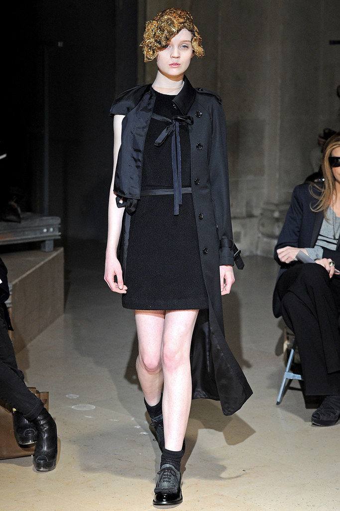 Comme des Garçons Fall 2011 Ready-to-Wear - Collection, 17, via vogue.com