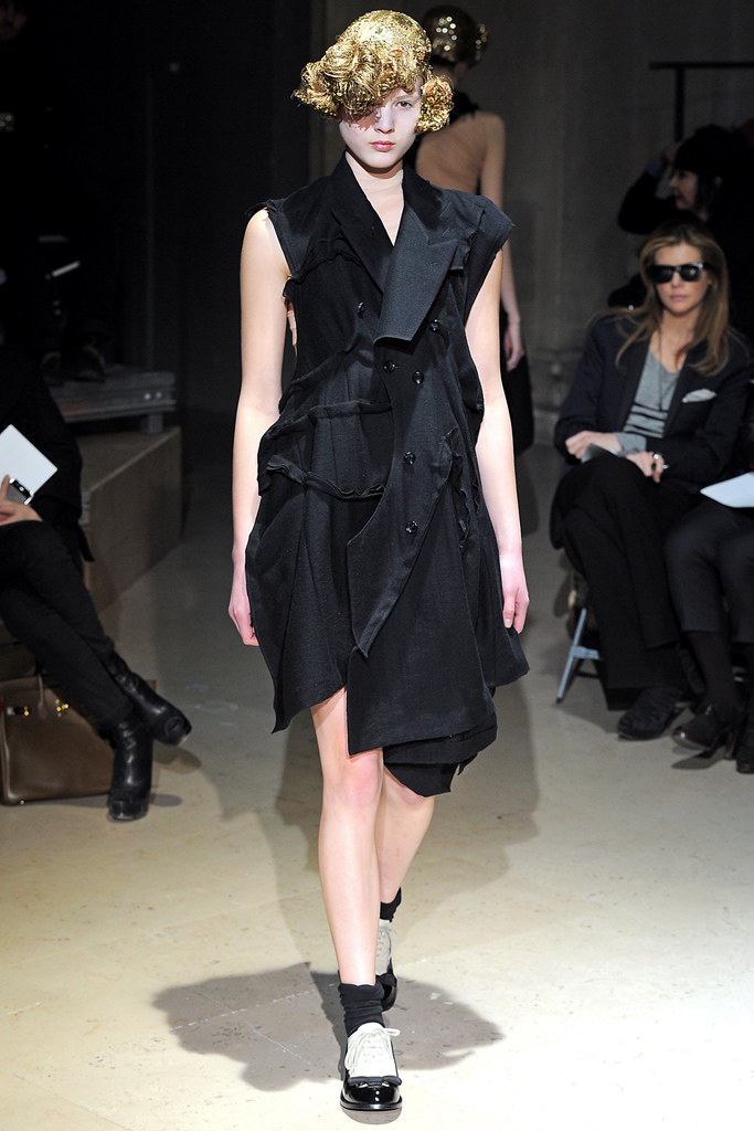 Comme des Garçons Fall 2011 Ready-to-Wear - Collection, 32, via vogue.com