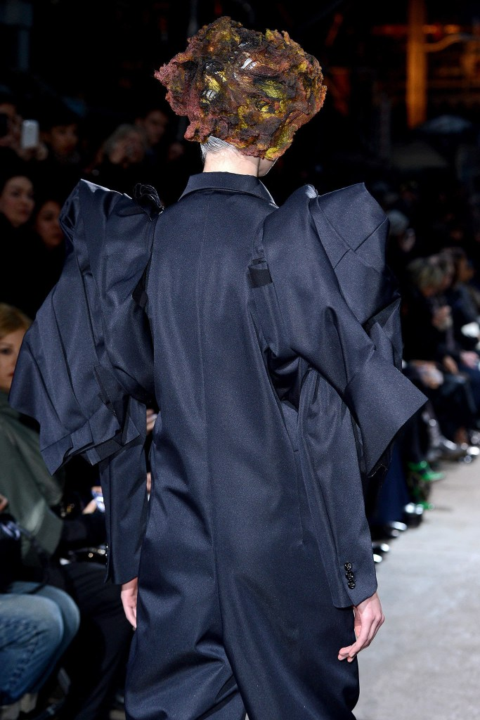 Comme des Garçons Fall 2013 Ready-to-Wear, via vogue.com, 3