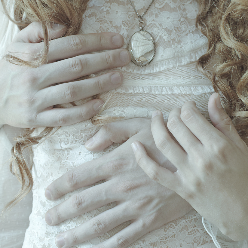 Laura Makabresku, I keep in images all the warmth of your hands. Please, don't leave me for so long.