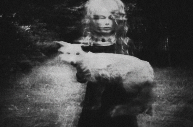 Laura Makabresku,THE GIRL WHO LOVED DEVIL2