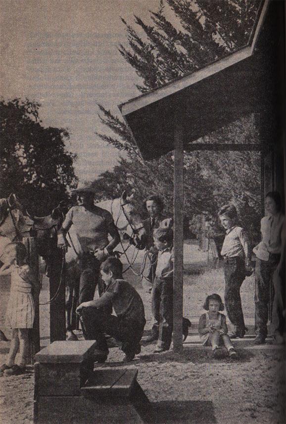 Edie, il padre, la madre e i fratelli nel ranch, 1946
