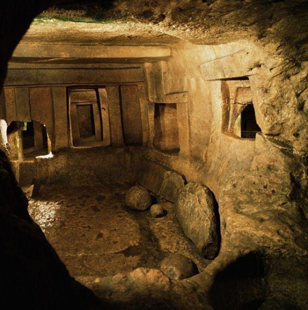 Hypogeum_of_Hal-Saflieni_Malta_Prehistoric_Underground_Temple_4