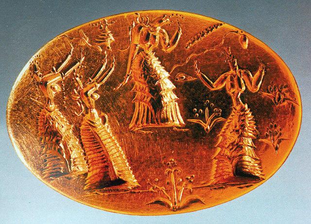 Labyrinth, epifania-fra-i-fiori-anello-doro-da-isopata-hiraklion-museo-archeologico