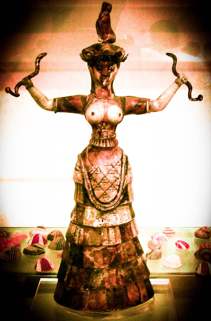 Snake_Goddess_Crete_1600BC-2