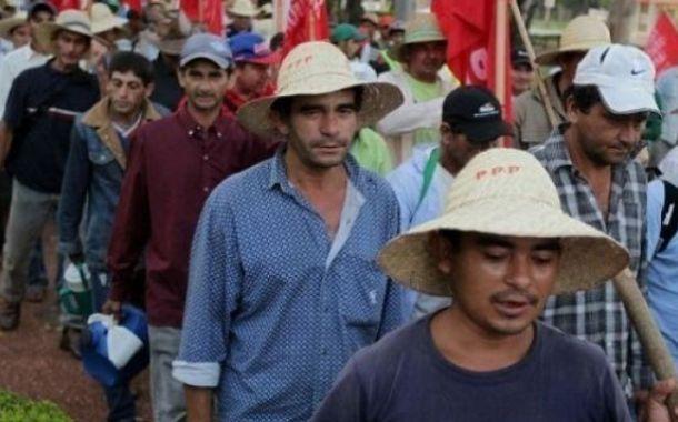 Paraguay köylüleri Başkan'ın istifası için sokakta