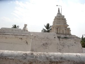 Uddana Veerabhadra Temple, Hampi – Shrine for a Cult Deity
