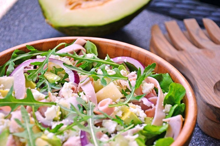 Salad with melon and ham
